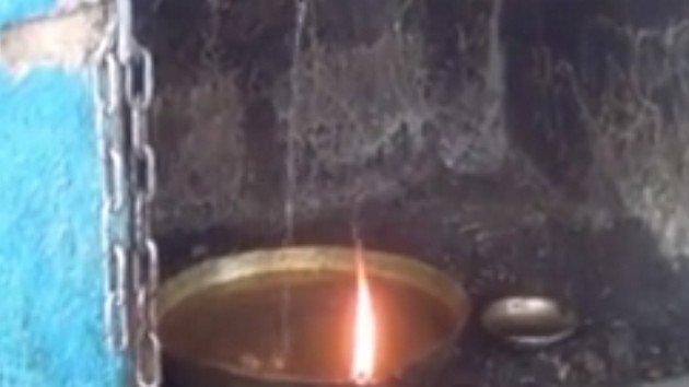 माँ की महिमा : यहां तेल से नहीं पानी से जलता है दीपक