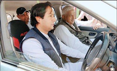 मंत्री जयवर्धन ने आरिफ अकील के साथ लिया सड़कों का जायजा