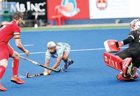 मनप्रीत की हैट्रिक से फाइनल में भारत