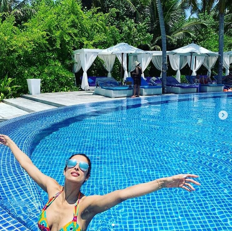 मलाइका की ये शानदार तस्वीरें देखकर मालदीव्स हो सकता है आपका अगला हॉलिडे डेस्टिनेशन