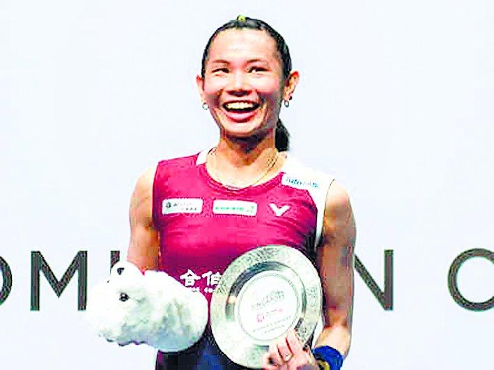 जू यिंग और मोमोता ने जीते सिंगापुर ओपन के खिताब