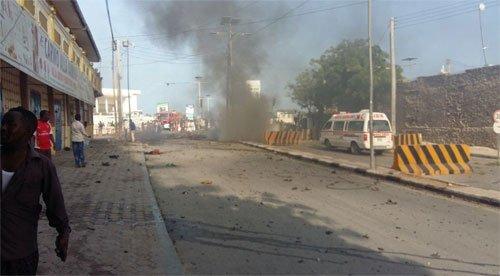 मोगादिशु में कार बम विस्फोट में कम से कम चार लोगों की मौत, 12 घायल