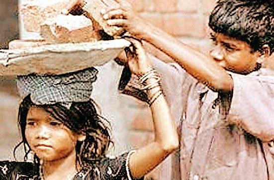 भारत में काम करने वाले हर 10 में से 6 बच्चे करते हैं खेतों में मजदूरी
