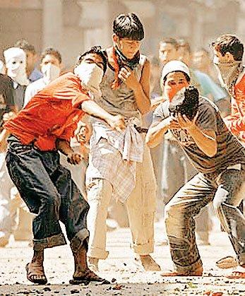 विदेश से मिले धन से ऐश करते हैं कश्मीरी अलगाववादी नेता!