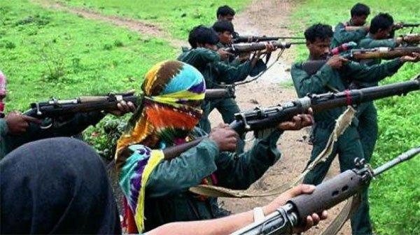नक्सलियों ने की सपा नेता की हत्या
