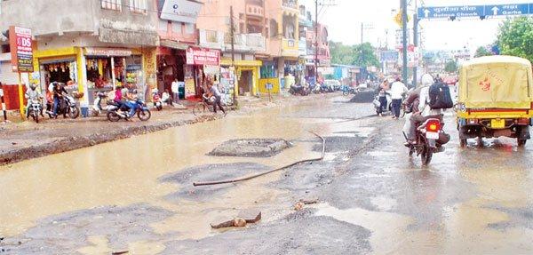 नगर निगम की तैयारियां अधूरी, मानसून सक्रिय, हर साल की तरह भर रहा है पानी