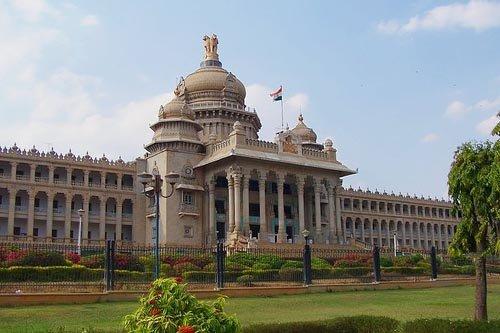 बेंगलुरु में महत्वपूर्ण कैबिनेट बैठक से पहले विधान सुधा के आसपास धारा 144