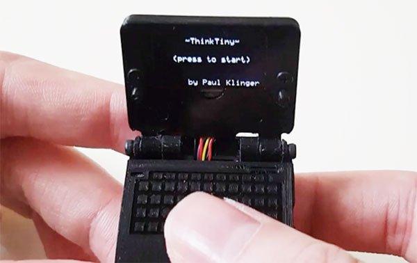 1 इंच स्क्रीन वाला सबसे छोटा लैपटॉप