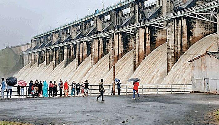 प्रदेश में नदियां आई उफान पर, 28 बड़े बांधों में से 20 के गेट खुले