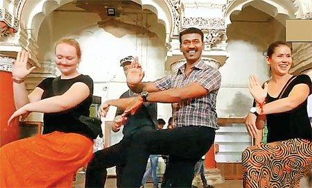 नृत्य के जरिए पर्यटकों को भारतीय संस्कृति से रूबरू कराते हैं नागेंद्र