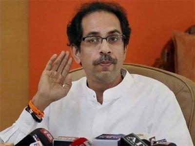 टूट का डर, शिवसेना ने होटल में शिफ्ट किए विधायक, राज्यपाल से मिले भाजपा के नेता