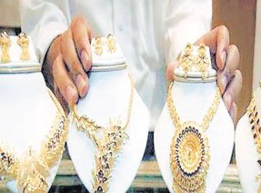 200 रुपए सस्ता हुआ सोना और चांदी की कीमत 985 रुपए घटी