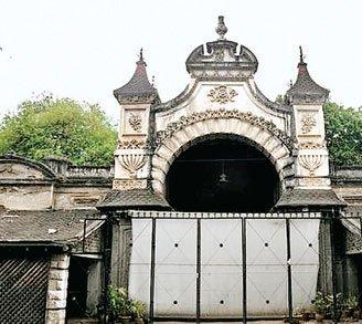 कश्मीरी व्यापारी को बेचा 300 करोड़ रु. का महल!