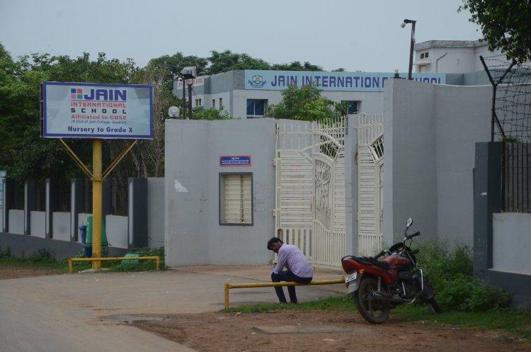 साढ़े तीन बीघा सरकारी जमीन पर बना रखा है जैन कॉलेज
